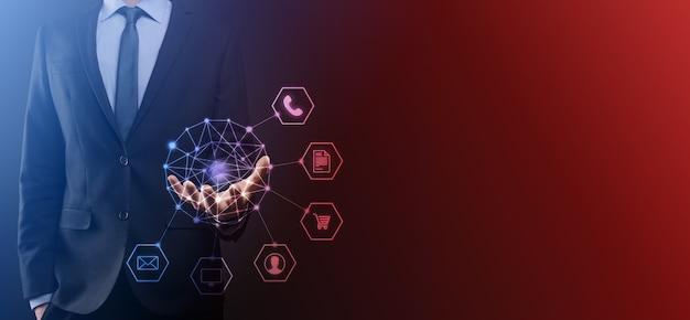 Concept d'entreprise gros plan de l'homme à l'aide d'un téléphone intelligent mobile et d'une icône infographique de la technologie communautaire numérique. image tonique.