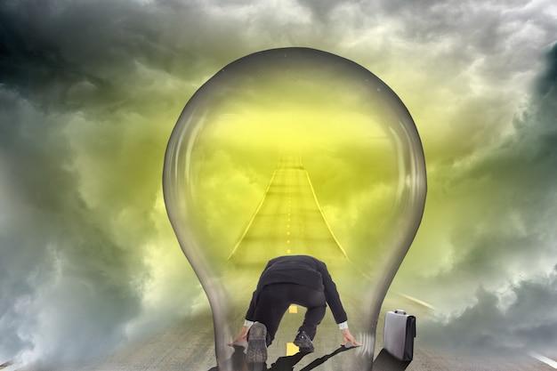 Concept d'entreprise de manière d'idée d'ampoule de lampe.