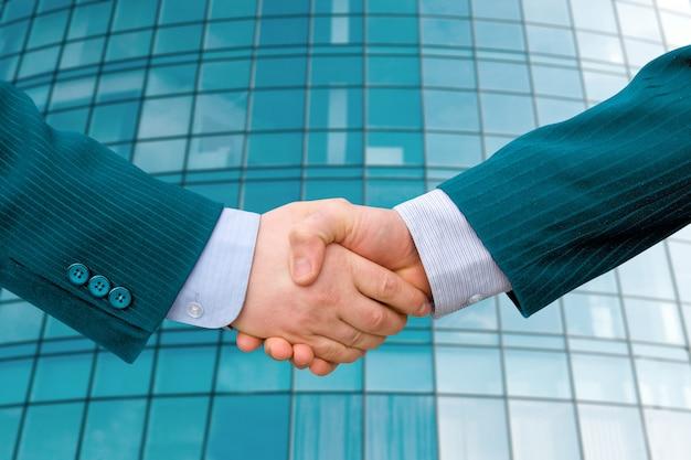 Concept d'entreprise. poignée de main d'affaires