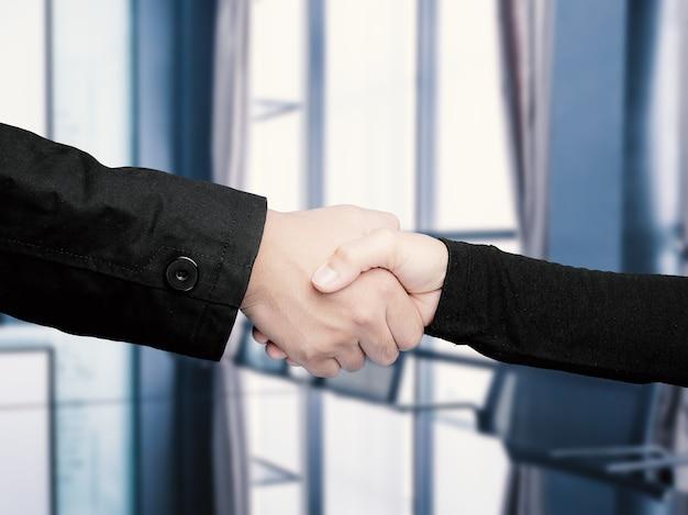 Concept d'entreprise réussi avec poignée de main