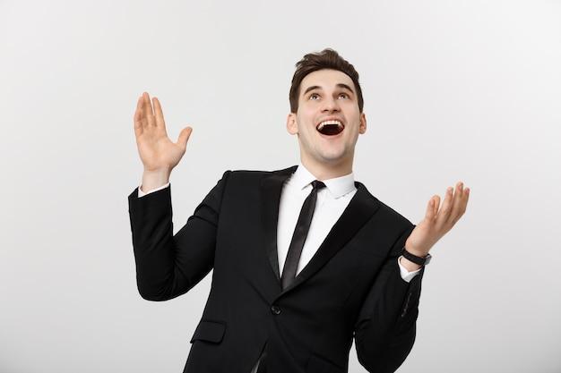 Concept d'entreprise : succès de célébration excité bel homme d'affaires. isolé sur blanc