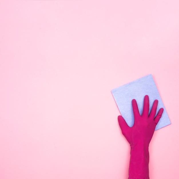 Concept d'entretien ménager avec chiffon et gant