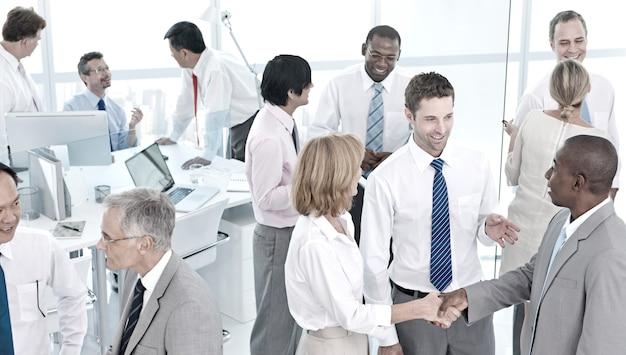 Concept d'équipe du bureau de communication d'entreprise