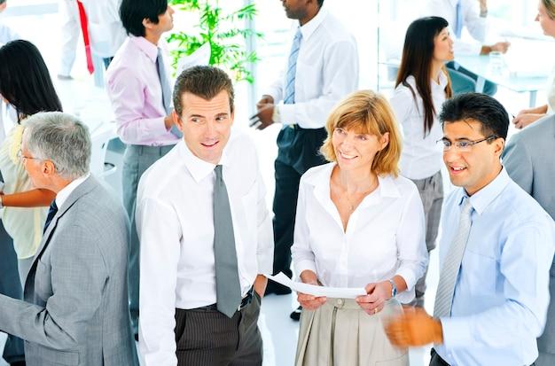 Concept d'équipe de gens d'affaires corporate communication office