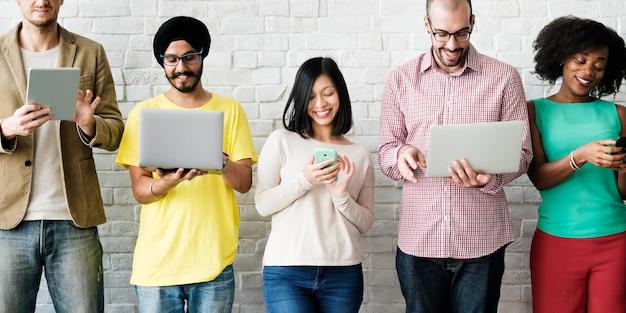 Concept d'équipe de mise en réseau de technologie de connexion numérique