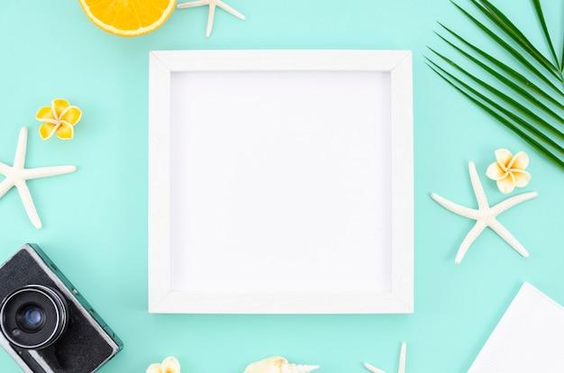 Concept de l'été. cadre blanc avec espace de copie