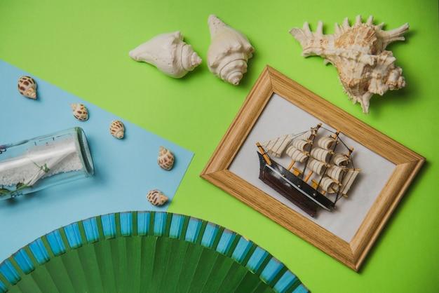 Concept d'été avec cadre et mollusques