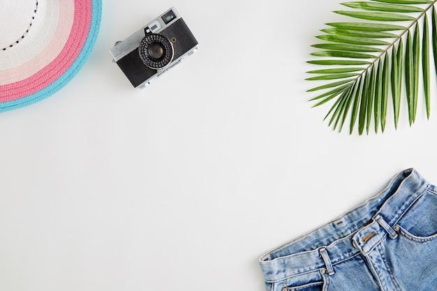 Concept d'été de vacances en ligne voyage