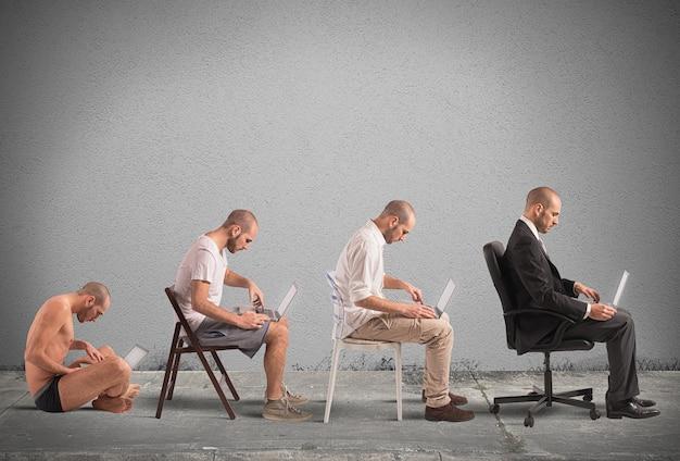 Concept d'évolution et de réussite d'un homme d'affaires
