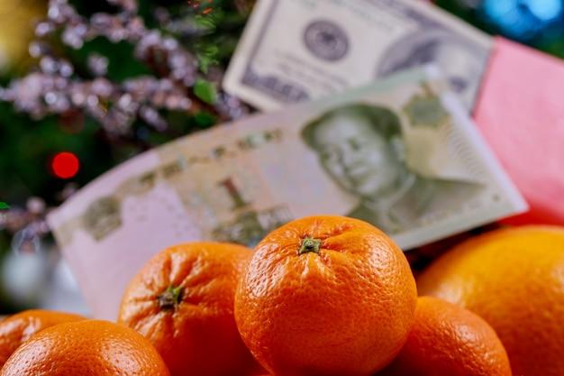 Concept de festival du nouvel an chinois sur fond moderne monnaie chinoise yuans et dollars américains