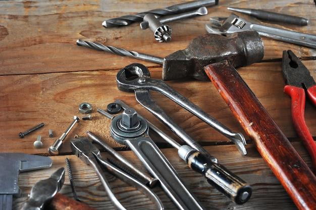 Concept de la fête du travail de nombreux outils de travail pratiques