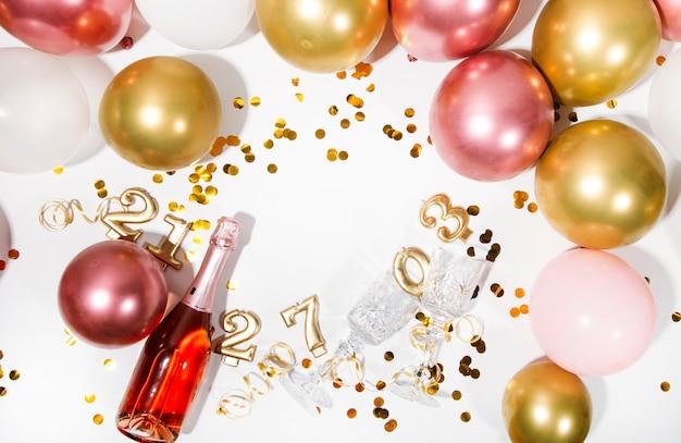 Concept de fête ou de fête d'anniversaire vue de dessus à plat