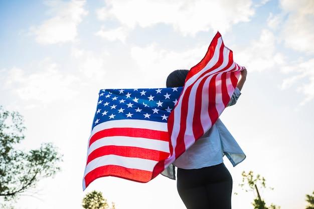 Concept de fête de l'indépendance des états-unis avec une femme