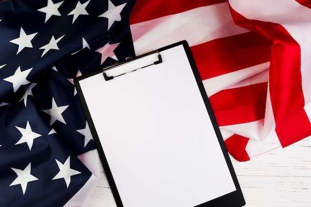 Concept de fête de l'indépendance des états-unis avec le presse-papiers