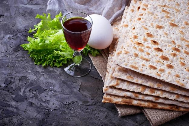 Concept de fête juive traditionnelle seder de pâque. mise au point sélective