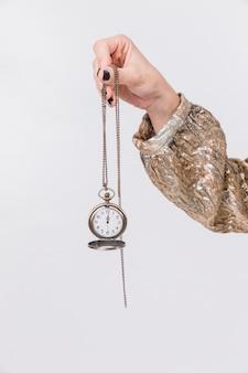 Concept de fête de nouvel an avec horloge d'exploitation fille