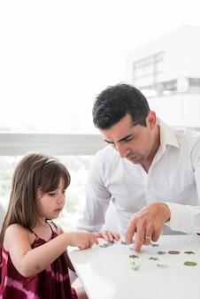 Concept de fête des pères avec une famille heureuse