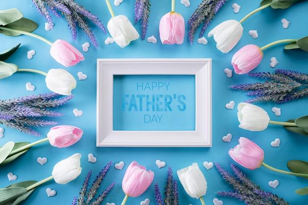 Concept de fête des pères heureux sur fond pastel bleu clair. lay plat.