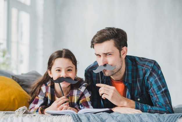 Concept de fête des pères avec moustache