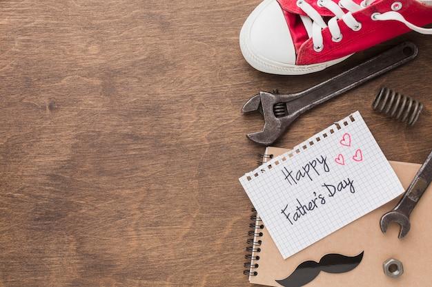 Concept de fête des pères avec outils