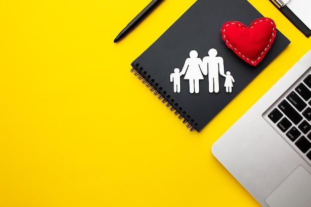 Concept de figure de famille vue de dessus avec espace copie
