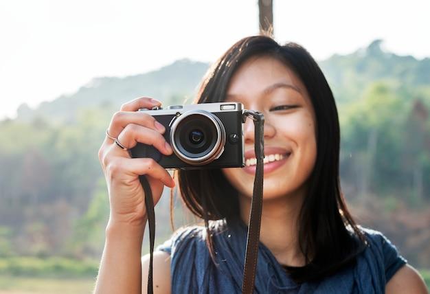 Concept de fille prenant des photos à l'extérieur