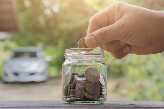 Concept de finances et de l'argent des entreprises, économiser de l'argent pour se préparer à l'avenir.