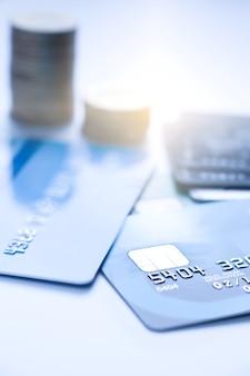Concept financier, puce sélective de mise au point sur carte de crédit ou carte de débit.