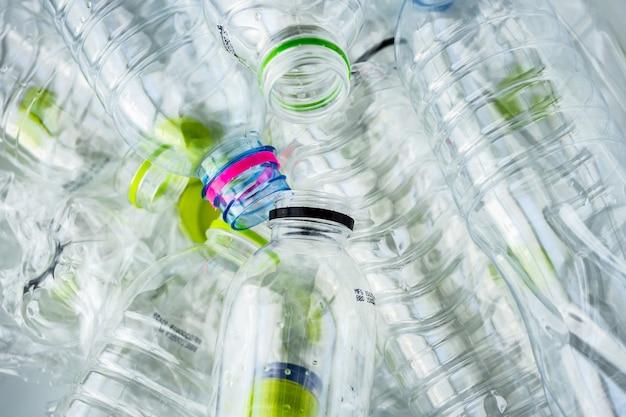 Concept de fond de recyclage de bouteilles en plastique