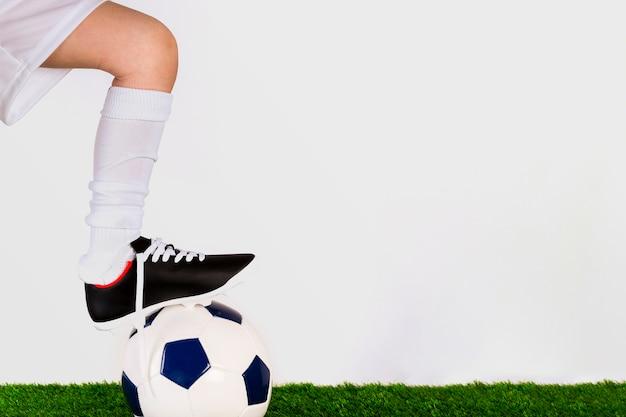Concept de football avec fille et copyspace
