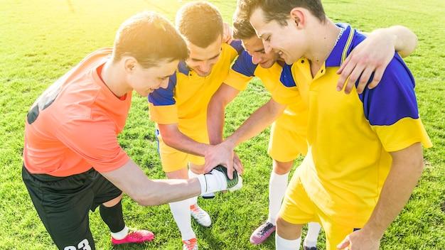 Concept de football et de travail d'équipe amateur