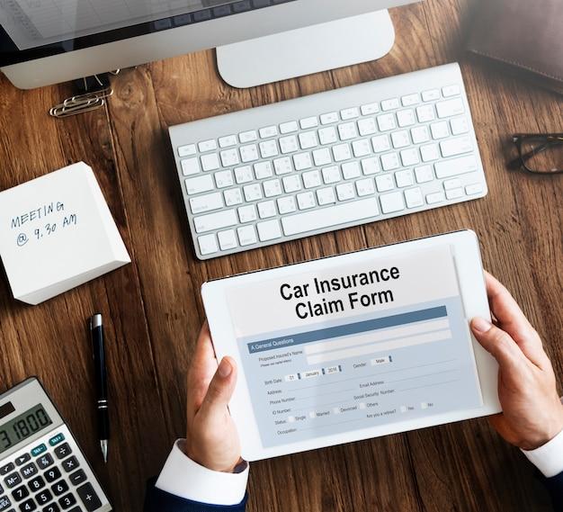 Concept de formulaire de réclamation d'assurance automobile
