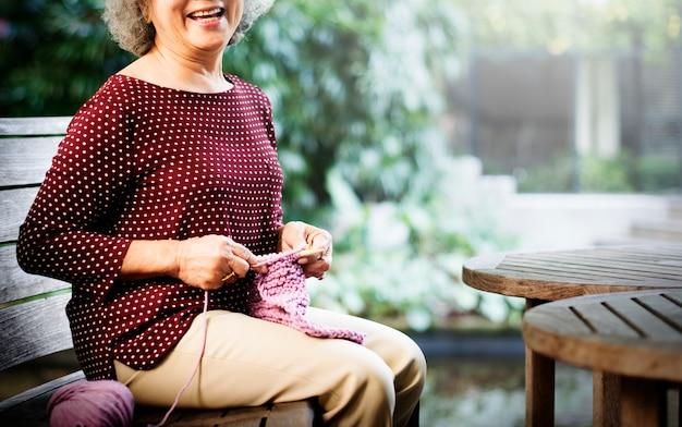 Concept de foulard tricoté à l'aiguille
