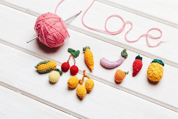Concept de fruits et tricot