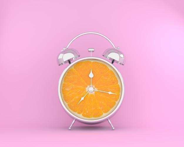 Concept de fruits tropicaux en réveil de tranche d'orange sur fond pastel rose