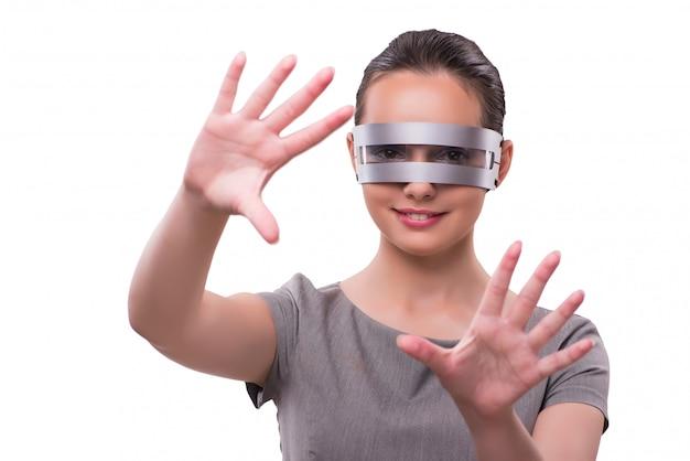 Concept futuriste avec une femme cyber techno isolée sur blanc