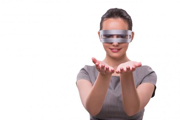 Concept futuriste avec femme cyber techno isolée sur blanc