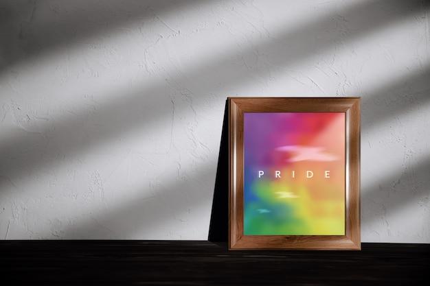 Concept gay, homosexuel, lgbtqi. photo couleur arc-en-ciel avec texte de fierté en photo allongé sur le sol dans la maison
