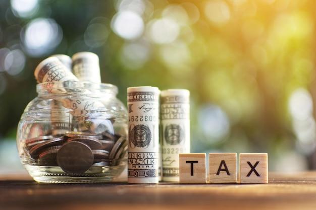 Le concept de gestion de l'économie de l'argent pour les impôts sur les salaires, la mise au point sélective et progressive
