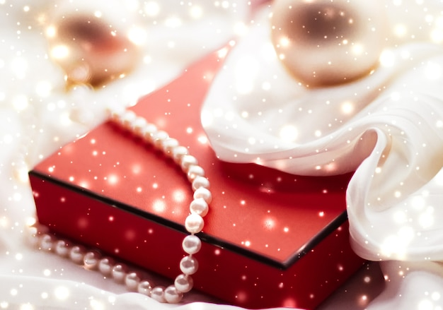 Concept de glamour et de décoration de marque de vacances fond de vacances magiques de noël boules festives...