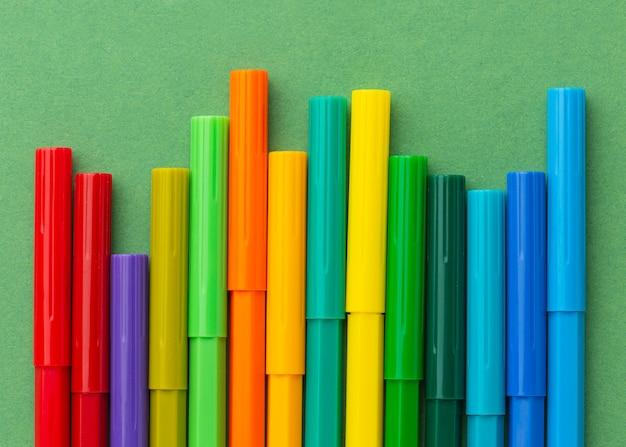 Concept graphique avec des marqueurs colorés