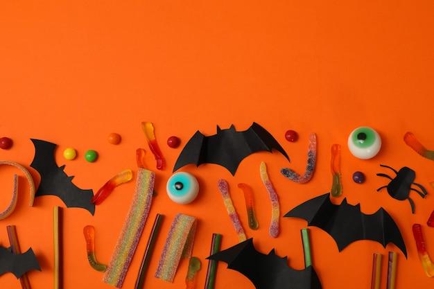 Concept d'halloween avec des chauves-souris et des bonbons
