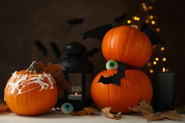 Concept d'halloween avec des citrouilles