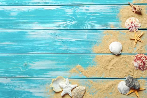 Concept d'heure d'été avec des coquillages
