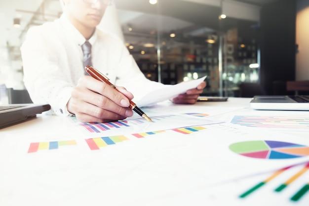 Concept d'idée d'analyse d'entreprise.
