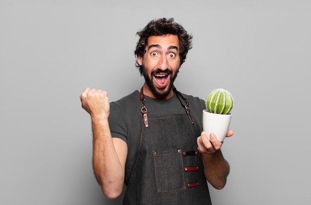 Concept de jardinier jeune homme barbu