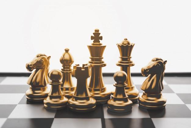 Concept de jeu d'échecs d'idées d'affaires et de concurrence et de réussite du plan de stratagie