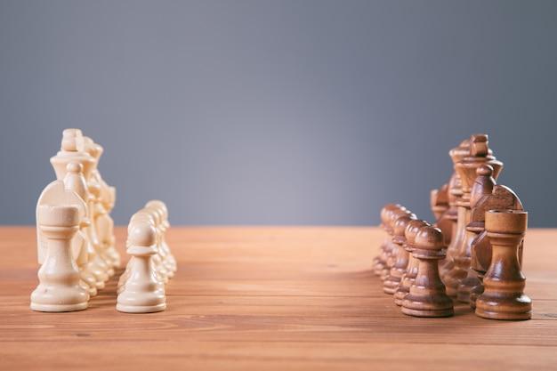 Concept de jeu d'échecs pour les idées et la concurrence et la stratégie, concept de réussite commerciale