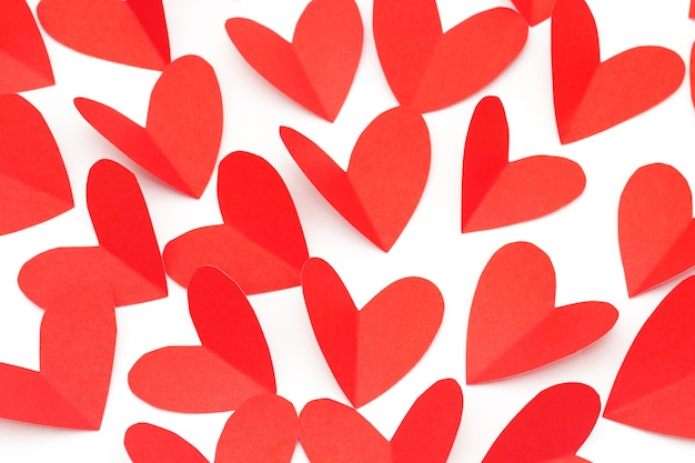 Concept de jour de valentine, papier rouge en forme de coeur comme