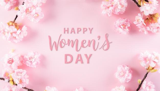 Concept de la journée de la femme heureuse, cadre de fleur de prunier rose sur pastel